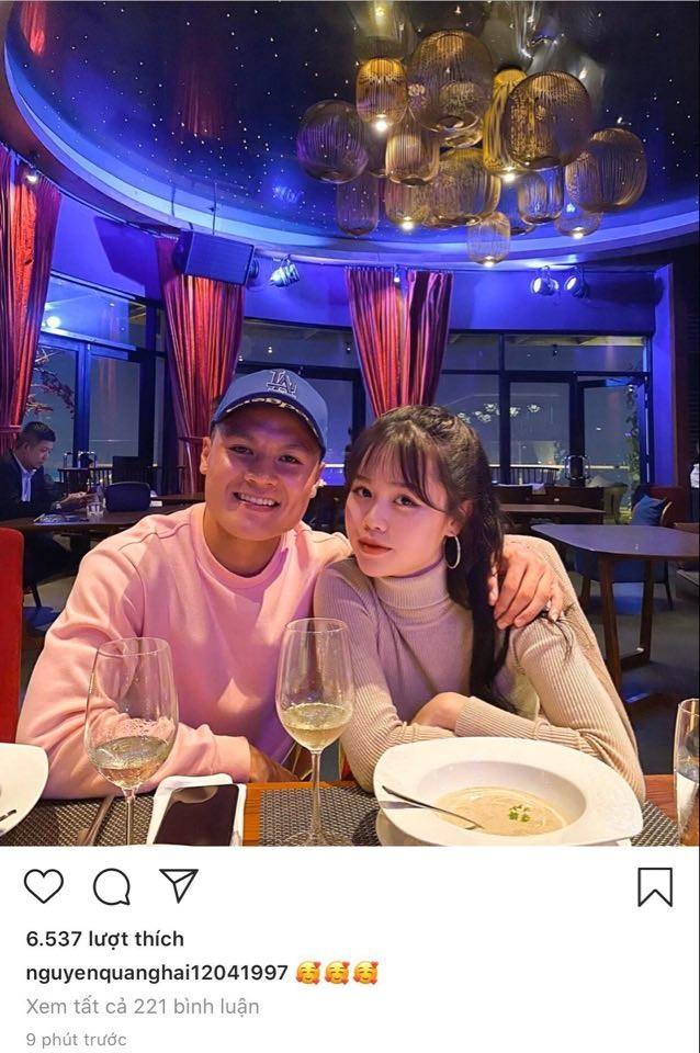 Bị tấn công chuyện yêu người mới, Quang Hải - Huỳnh Anh cùng lúc đổi trạng thái Facebook sang HẸN HÒ-1