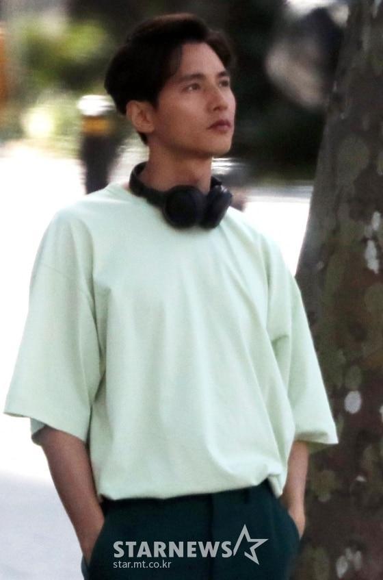 Ảnh chụp lén Won Bin (42 tuổi) trên phố khiến Knet điên đảo: Lee Na Young mất chồng như chơi!-1