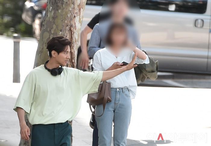 Ảnh chụp lén Won Bin (42 tuổi) trên phố khiến Knet điên đảo: Lee Na Young mất chồng như chơi!-7