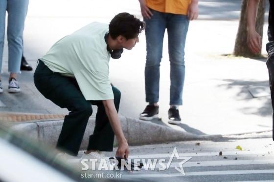 Ảnh chụp lén Won Bin (42 tuổi) trên phố khiến Knet điên đảo: Lee Na Young mất chồng như chơi!-9