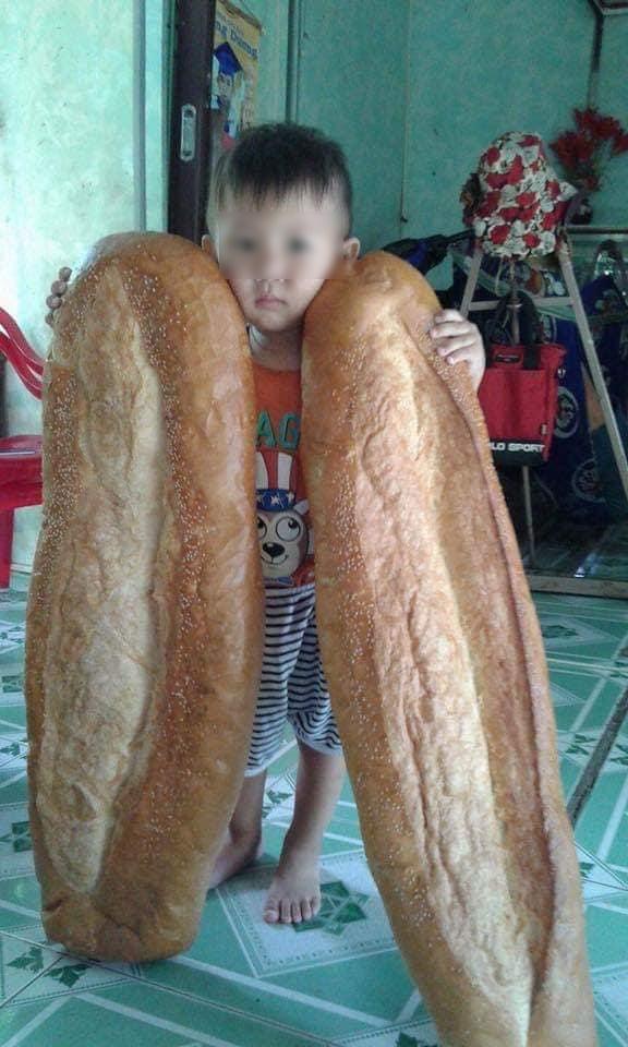 Chiếc bánh mỳ khổng lồ ở miền Tây từng khiến nhiều người tưởng photoshop, ít ai biết nó từng xếp hạng món ăn kỳ lạ nhất thế giới-2