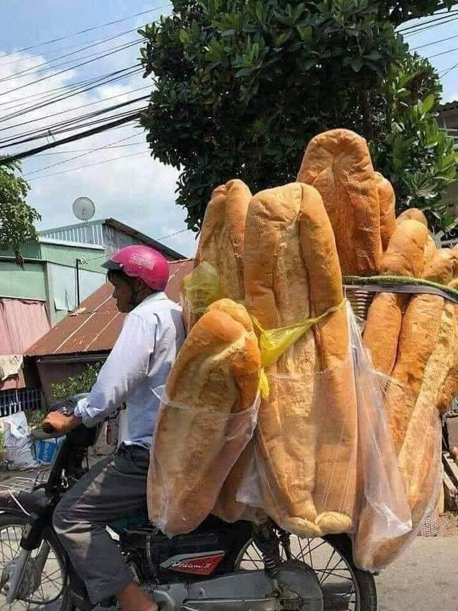 Chiếc bánh mỳ khổng lồ ở miền Tây từng khiến nhiều người tưởng photoshop, ít ai biết nó từng xếp hạng món ăn kỳ lạ nhất thế giới-3