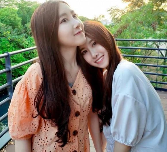 Cặp song sinh từng gây sốt vì xinh đẹp nhất châu Á, sau 17 năm giờ ra sao?-3