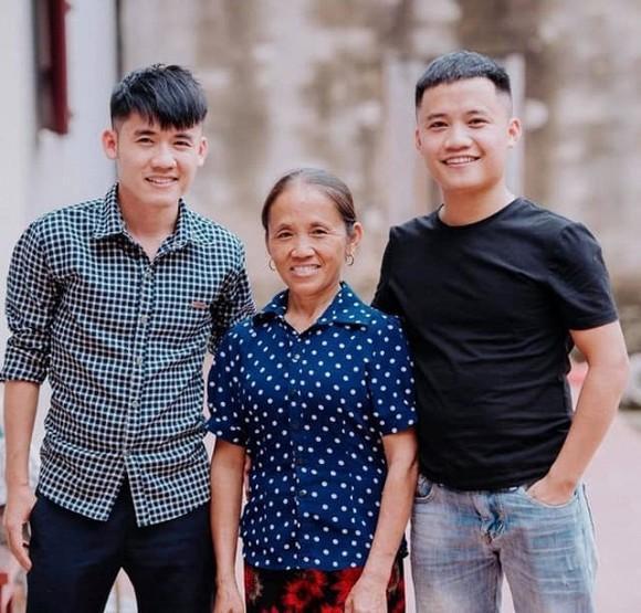 Bị tố gian dối chuyện có 3 người con, bà Tân Vlog tiết lộ tranh cãi về thân thế con gái út-1