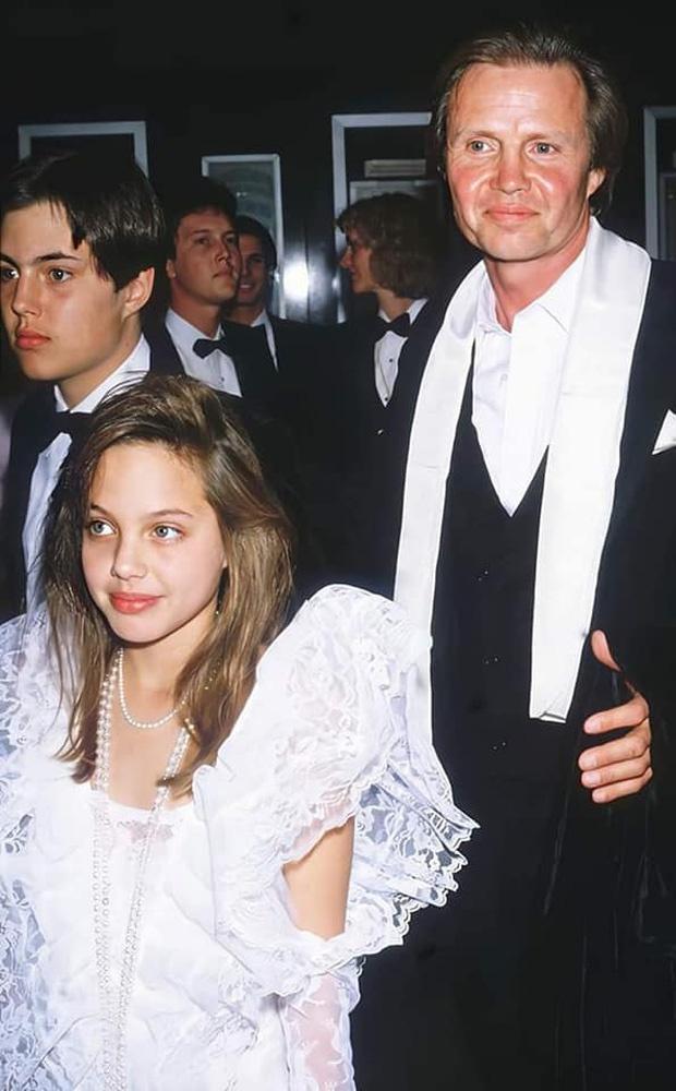 Loạt ảnh chứng minh Angelina Jolie là mỹ nhân từ bé-2