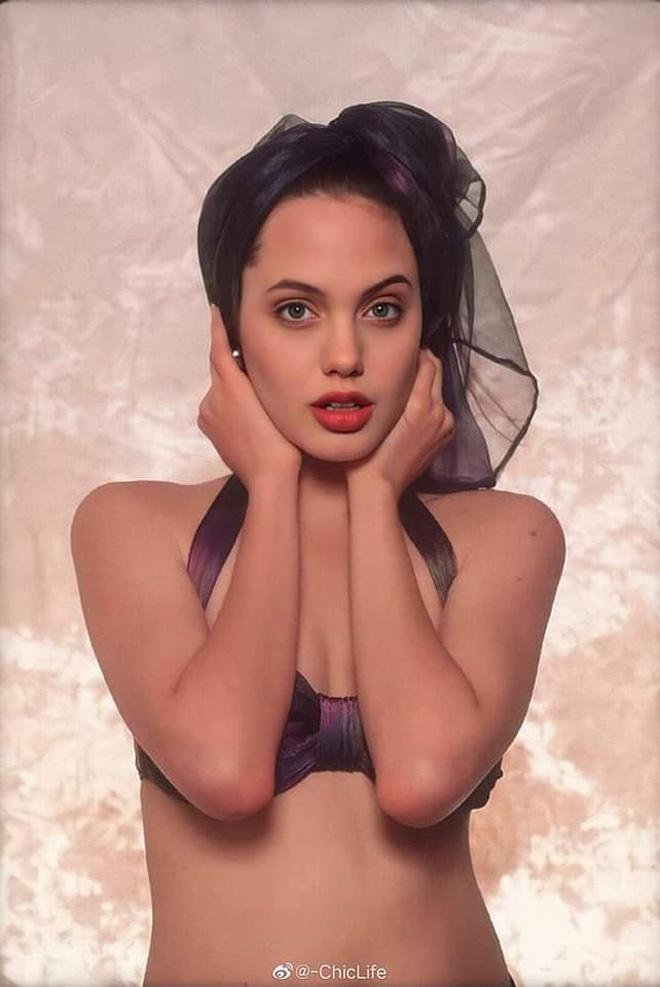 Loạt ảnh chứng minh Angelina Jolie là mỹ nhân từ bé-4