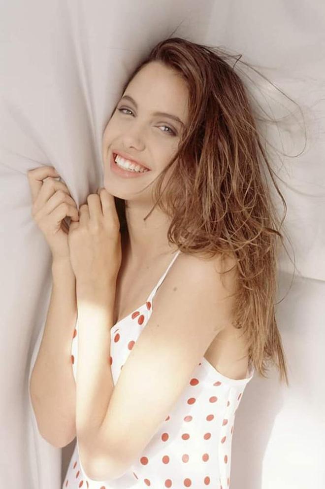 Loạt ảnh chứng minh Angelina Jolie là mỹ nhân từ bé-5