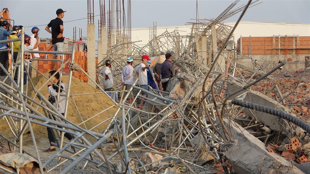 Hiện trường 100m tường công trình đổ sập vùi 10 người chết-10
