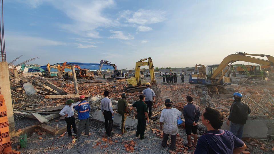 Hiện trường 100m tường công trình đổ sập vùi 10 người chết-4