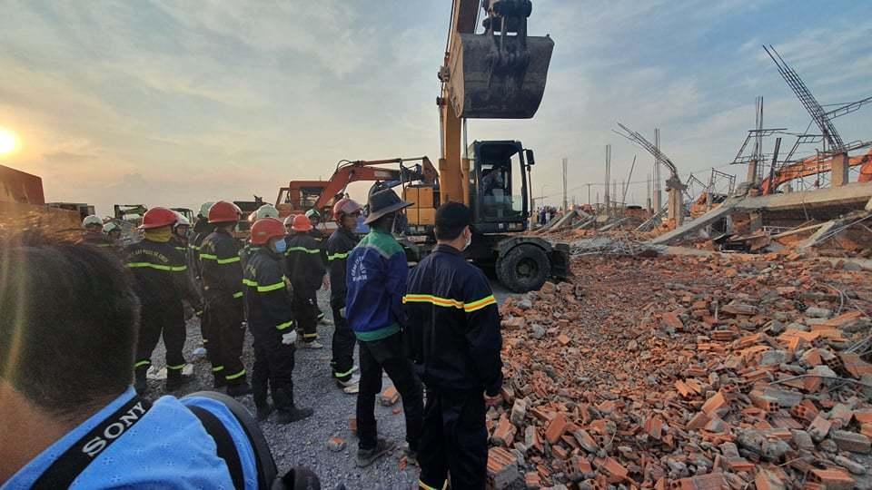 Hiện trường 100m tường công trình đổ sập vùi 10 người chết-7