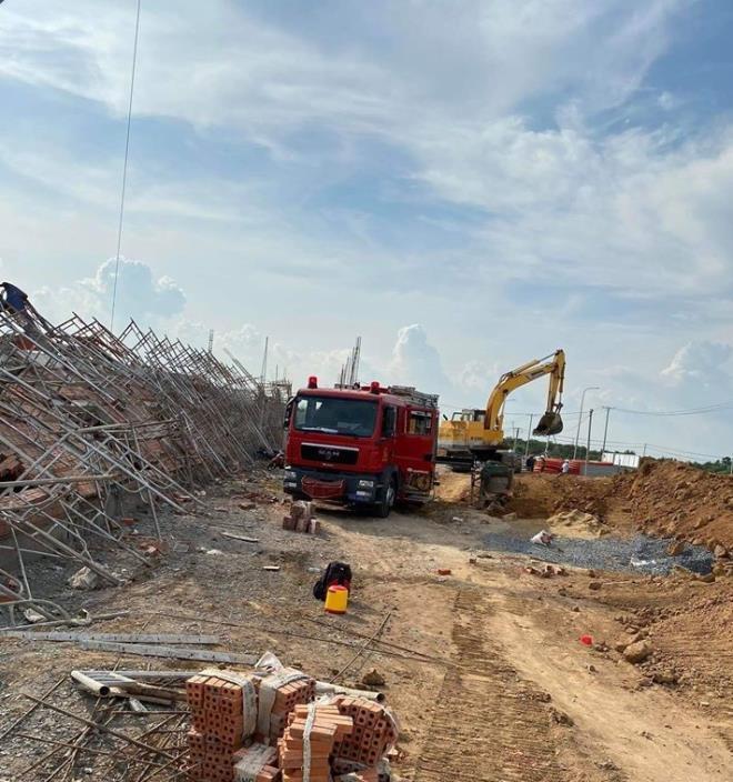 Hiện trường 100m tường công trình đổ sập vùi 10 người chết-8