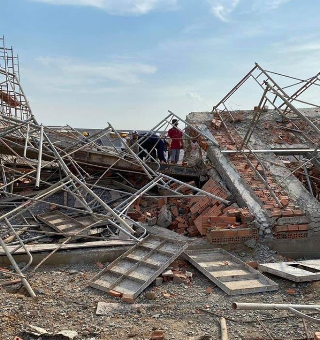 Hiện trường 100m tường công trình đổ sập vùi 10 người chết-9