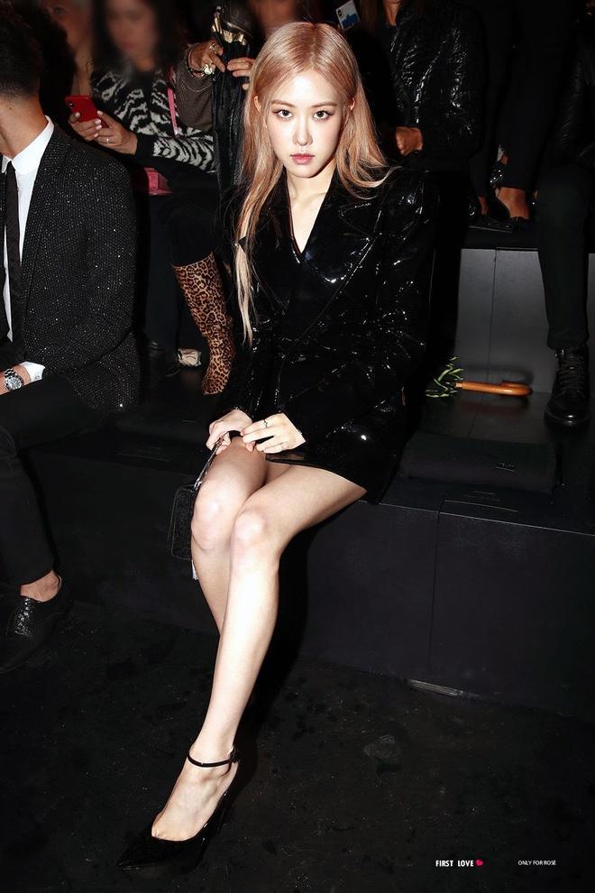 Rosé trông như nữ hoàng lộng lẫy khi diện váy áo đen bó sát-8