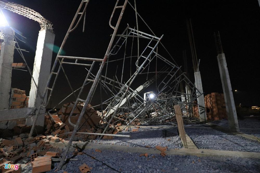 5 giờ đào bới tìm nạn nhân vụ sập công trình làm 10 người chết-3