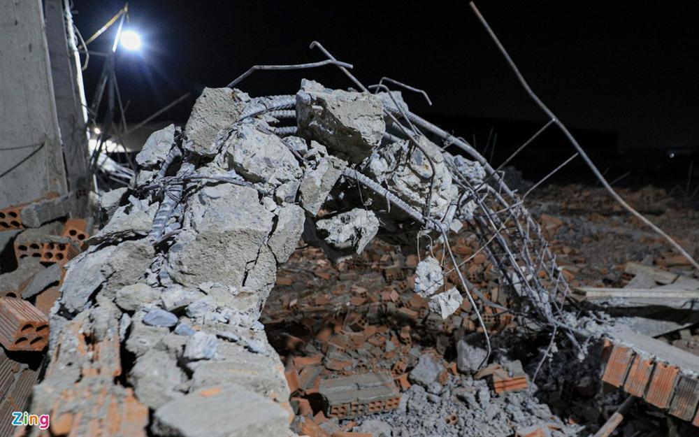 5 giờ đào bới tìm nạn nhân vụ sập công trình làm 10 người chết-4