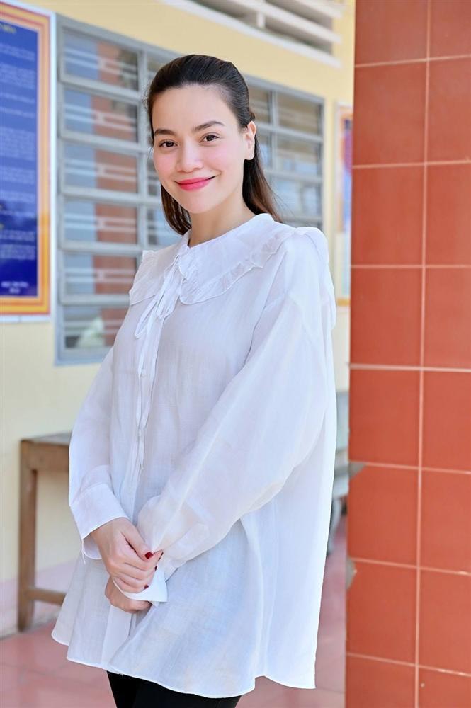 Hồ Ngọc Hà diện áo rộng như bầu - Lan Khuê đích thị là mẹ bỉm sữa điệu nhất Vbiz-3
