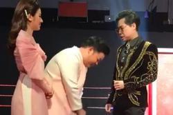 Quang Lê cúi đầu xin lỗi Ngọc Sơn vì đến trễ 6 tiếng