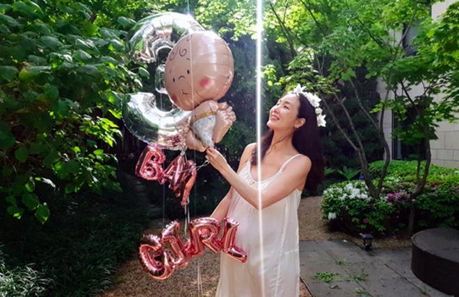 Người đẹp khóc Choi Ji Woo sinh con đầu lòng ở tuổi 45-1