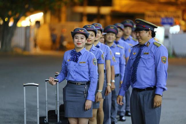 Ở Việt Nam có những đoàn tàu du lịch nội thất 5 sao xịn như máy bay, nhân viên phục vụ cũng chuẩn chẳng kém tiếp viên hàng không-13
