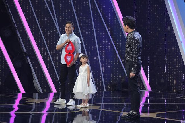 Người Ấy Là Ai?: Cả trường quay chết lặng với chàng trai mang con gái lên sân khấu nhưng lộ diện màu tím, chia sẻ đây là sự cố-3