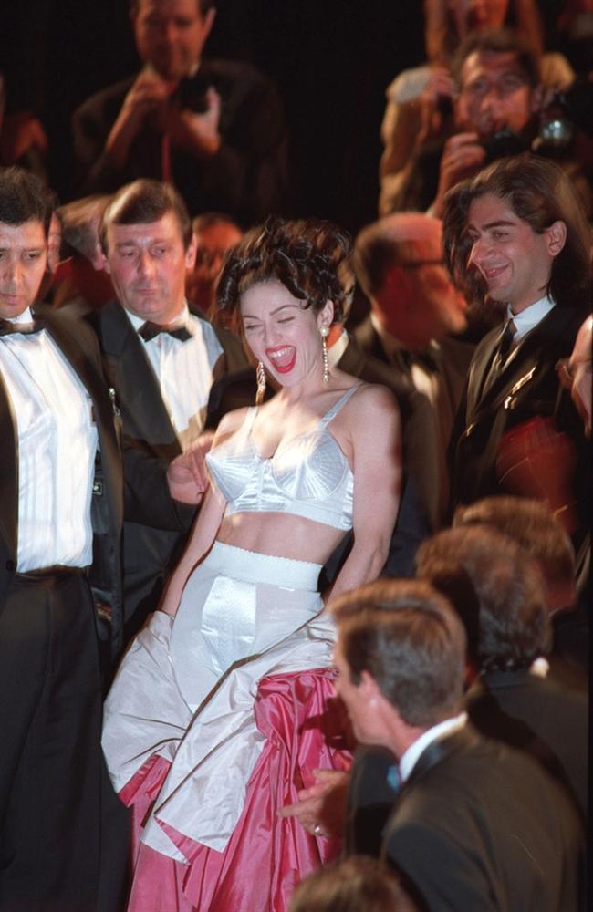 Những khoảnh khắc gây tranh cãi trên thảm đỏ LHP Cannes-2