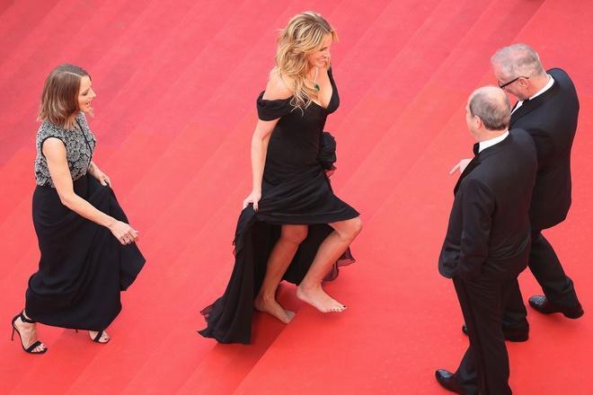 Những khoảnh khắc gây tranh cãi trên thảm đỏ LHP Cannes-5