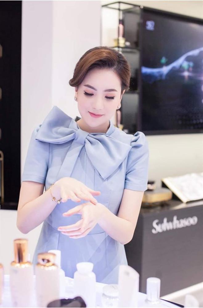 Choáng ngợp trước gia sản kếch xù của MC Mai Ngọc: Chỉ riêng phụ kiện cũng sương sương hàng trăm triệu đồng-4