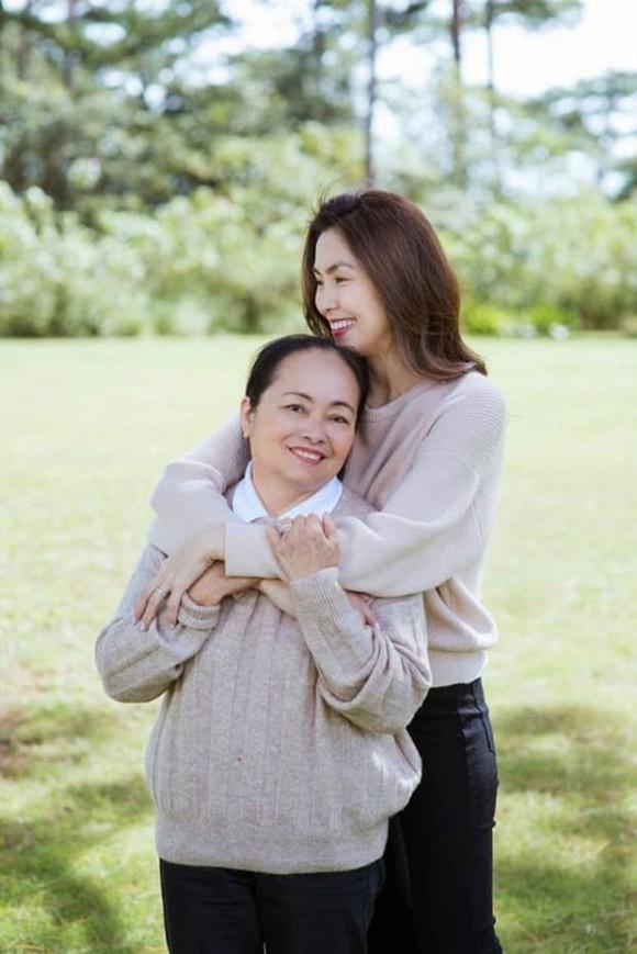 Lâu lâu Tăng Thanh Hà mới cho mẹ ruột lên sóng-4