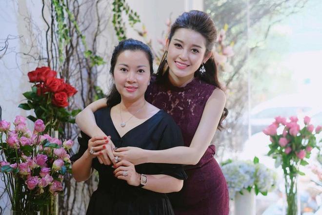 Hà Tăng, Angela Phương Trinh và những mỹ nhân được khen đẹp như mẹ-10