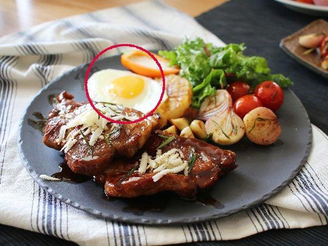 Vì sao ăn bít tết lại có trứng ốp tái bên cạnh, nhiều người bất ngờ khi biết sự thật-3