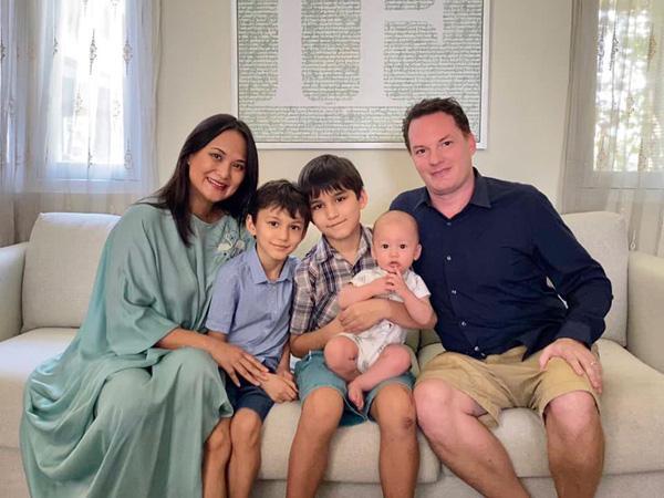 Diva Hồng Nhung khoe ảnh bạn trai ngoại quốc mới vui đùa cùng các con?-3
