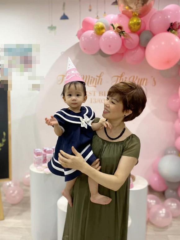 Vợ cũ Chí Trung tươi rói xuất hiện trong sinh nhật cháu nội-1