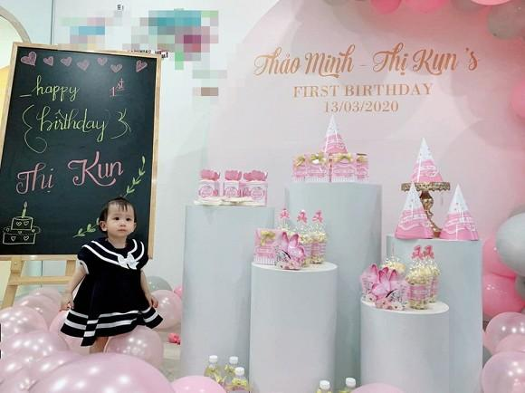 Vợ cũ Chí Trung tươi rói xuất hiện trong sinh nhật cháu nội-2