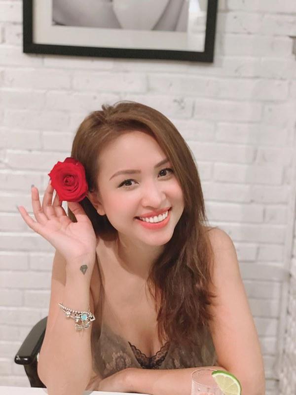 MC Vân Hugo hạnh phúc khoe nhẫn kim cương khủng, ngầm thông báo được cầu hôn và lên xe hoa lần 2?-3