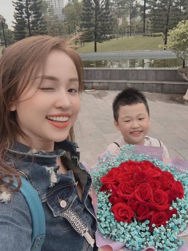 MC Vân Hugo hạnh phúc khoe nhẫn kim cương khủng, ngầm thông báo được cầu hôn và lên xe hoa lần 2?-6