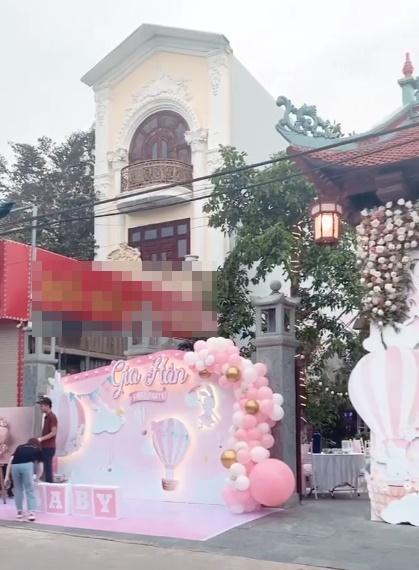 Tổ chức tiệc rich kid cho con gái 3 tháng, nhan sắc cô dâu 200 cây vàng ở Nam Định gây sốt-3