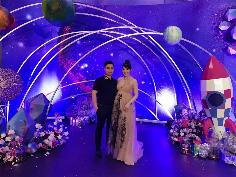 Tổ chức tiệc rich kid cho con gái 3 tháng, nhan sắc cô dâu 200 cây vàng ở Nam Định gây sốt-6