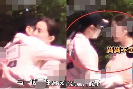 Phạm Băng Băng ôm người đàn ông lạ trên phố