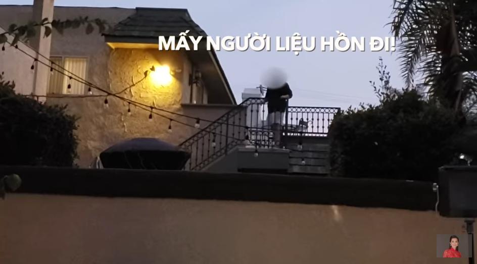 MC Nguyễn Cao Kỳ Duyên bị ném trứng và kỳ thị trên đất Mỹ-1
