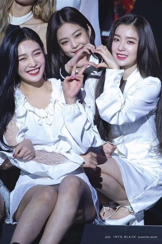 Hội bạn thân Kpop: Jennie - Irene chị chị em em, V - Yoona bị nghi hẹn hò-3