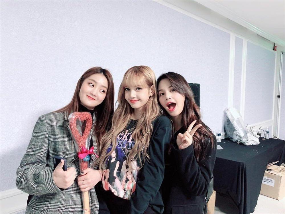 Hội bạn thân Kpop: Jennie - Irene chị chị em em, V - Yoona bị nghi hẹn hò-12
