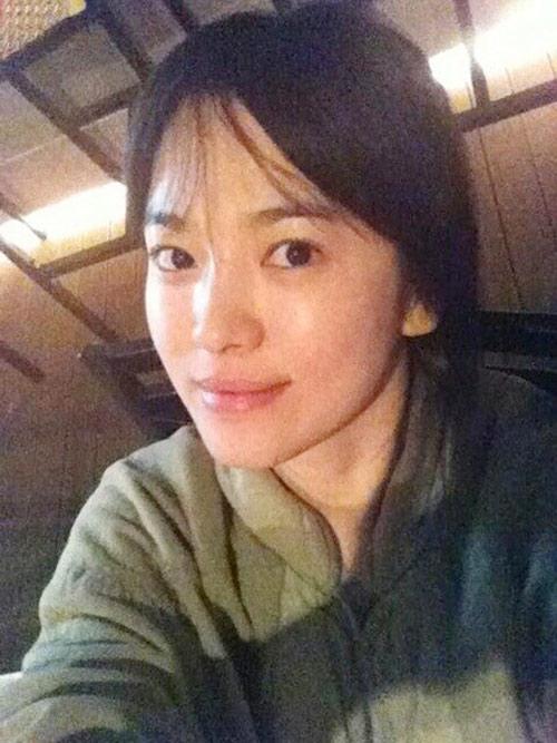 Cặp mỹ nhân Song Hye Kyo - Son Ye Jin: Ai đẹp hơn khi gột sạch son phấn?-1