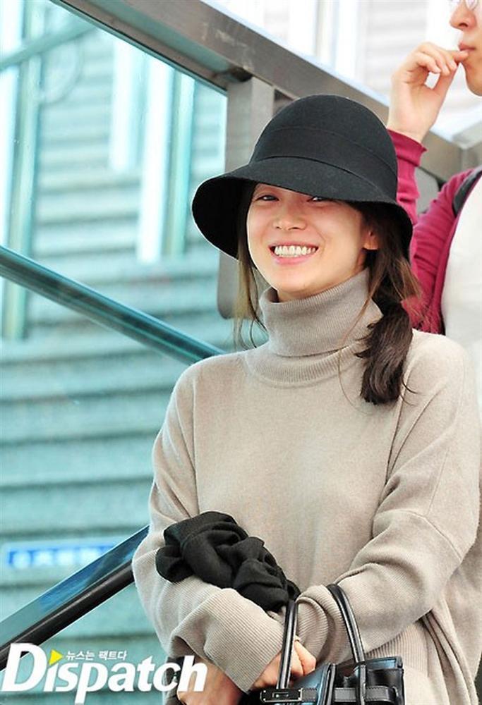 Cặp mỹ nhân Song Hye Kyo - Son Ye Jin: Ai đẹp hơn khi gột sạch son phấn?-2