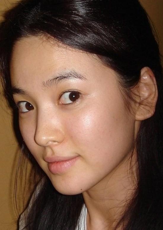 Cặp mỹ nhân Song Hye Kyo - Son Ye Jin: Ai đẹp hơn khi gột sạch son phấn?-3
