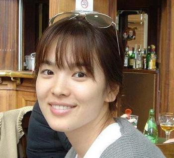 Cặp mỹ nhân Song Hye Kyo - Son Ye Jin: Ai đẹp hơn khi gột sạch son phấn?-5