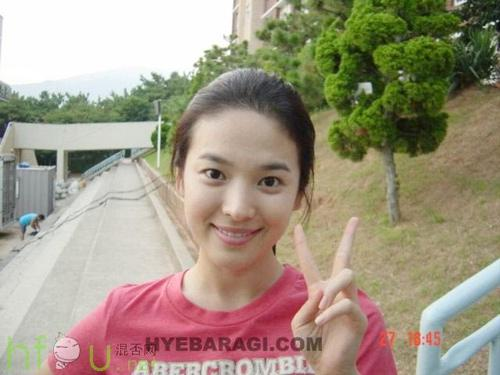 Cặp mỹ nhân Song Hye Kyo - Son Ye Jin: Ai đẹp hơn khi gột sạch son phấn?-6
