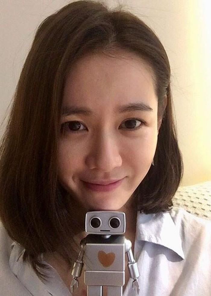 Cặp mỹ nhân Song Hye Kyo - Son Ye Jin: Ai đẹp hơn khi gột sạch son phấn?-8