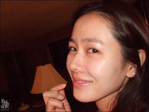 Cặp mỹ nhân Song Hye Kyo - Son Ye Jin: Ai đẹp hơn khi gột sạch son phấn?-9