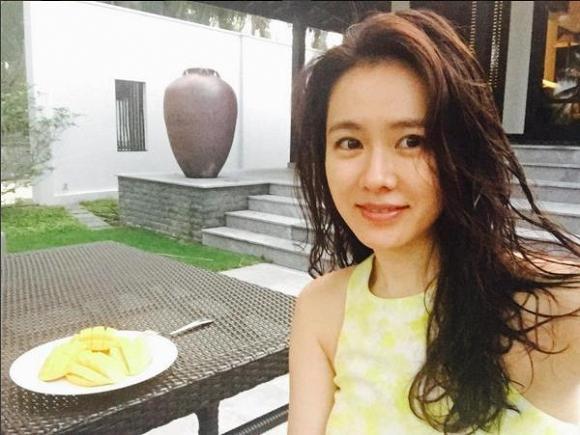 Cặp mỹ nhân Song Hye Kyo - Son Ye Jin: Ai đẹp hơn khi gột sạch son phấn?-10
