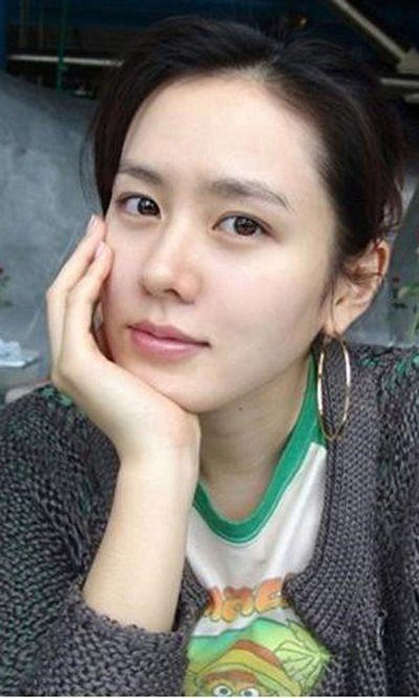 Cặp mỹ nhân Song Hye Kyo - Son Ye Jin: Ai đẹp hơn khi gột sạch son phấn?-11
